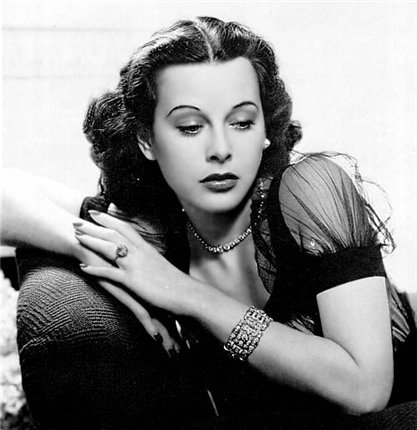 Актриса, которая снялась в первом половом акте, показанном в кино, изобрела WiFi.